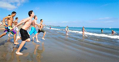 CA1_1802-beach-run-to-water-400w