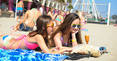 CA2_1995-teen-girls-beach-food